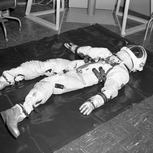 Pressure Suit Test of Apollo Optical Simulation